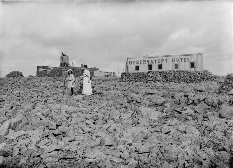 Photo of observatory hotel and observatory left taken 1910
